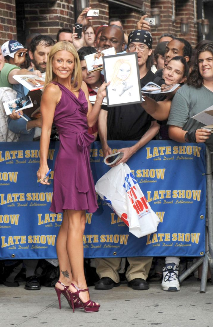 Kelly Ripa (wearing a Jill Stuart dress and YSL Tribute sandals) at talk show appearance for Kelly Ripa at The Late Show with David Letterman, Ed Sullivan Theater, New York, NY, August 05, 2008. Photo by: Kristin Callahan/Everett Collection