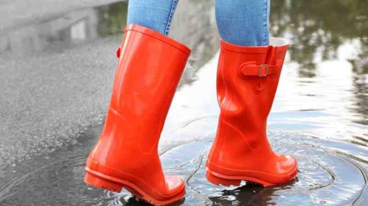 how to wear rain boots with jeans